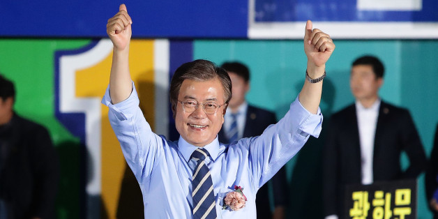 SEOUL, SOUTH KOREA - MAY 08:  South Korean presidential candidate Moon Jae-in of the Democratic Party of Korea, cheer during a presidential election campaign on May 8, 2017 in Seoul, South Korea.  (Photo by Chung Sung-Jun/Getty Images)