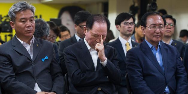 권영길 전 민주노동당 대표가 9일 서울 여의도 정의당 제2당사에서 제19대 대통령선거 개표방송 출구조사를 지켜보던 중 생각에 잠겨 있다.