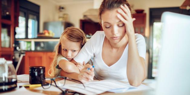 Berufstätige Mütter stehen unter großem Druck - trotz Partner