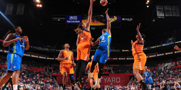 PHOENIX, AZ - MAY 14: Kaela Davis #10 of the Dallas Wings shoots the ball against the Phoenix Mercury on May 14, 2017 at Talking Stick Resort Arena in Phoenix, Arizona. NOTE TO USER: User expressly acknowledges and agrees that, by downloading and or using this Photograph, user is consenting to the terms and conditions of the Getty Images License Agreement. Mandatory Copyright Notice: Copyright 2017 NBAE (Photo by Barry Gossage/NBAE via Getty Images)