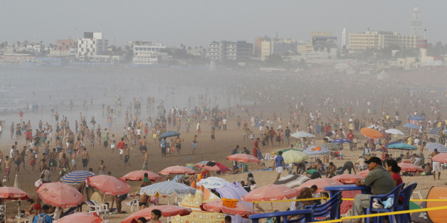 People gather at the beach during a heat wave in Casablanca July 20, 2012, one day before the start of the Islamic holy month of Ramadan. Muslims across the world prepared to observe the holy month of Ramadan, abstaining from consuming food and drink from dawn to dusk.  REUTERS/Youssef Boudlal (MOROCCO - Tags: SOCIETY)