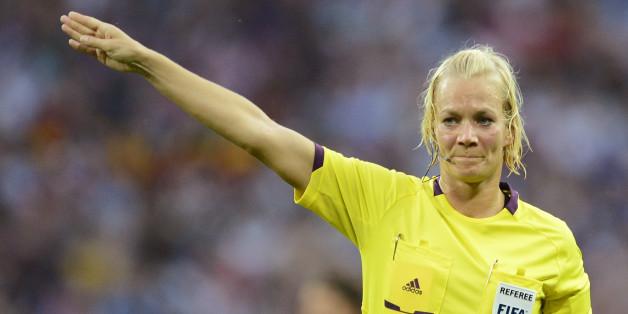 Erste Erstliga-Schiedsrichterin: Warum Bibiana Steinhaus' Beförderung die Bundesliga nicht besser machen wird