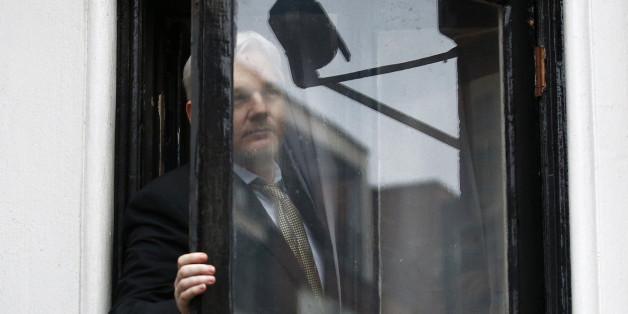 Pourquoi Julian Assange n'est pas libre malgré l'abandon des poursuites.