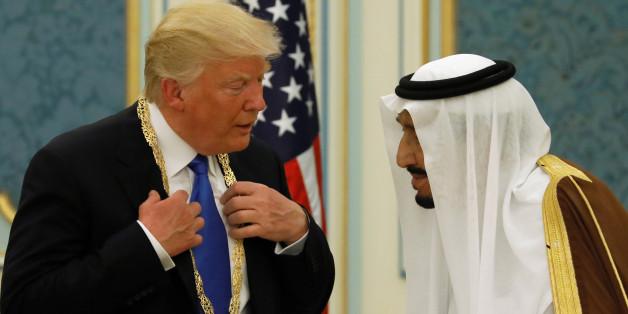 Saudi Arabia's King Salman bin Abdulaziz Al Saud (R) presents U.S. President Donald Trump with the Collar of Abdulaziz Al Saud Medal at the Royal Court in Riyadh, Saudi Arabia May 20, 2017. REUTERS/Jonathan Ernst     TPX IMAGES OF THE DAY