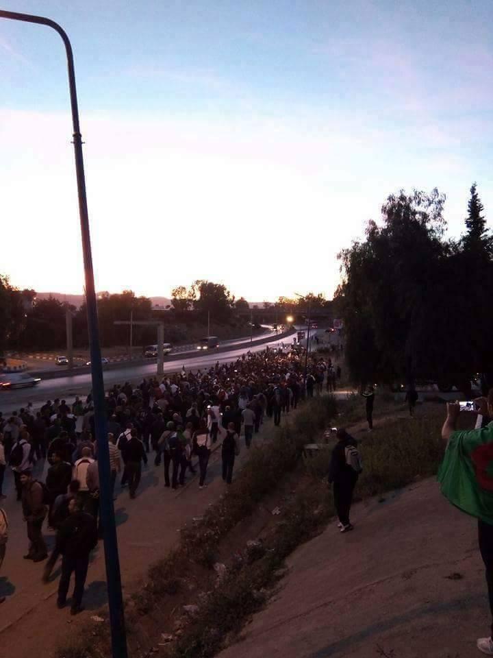 manifestants bloqués sur autoroute