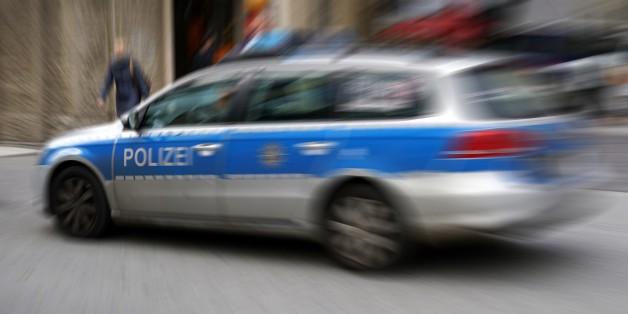 Die Polizei musste die Gaffer mit Hunden wegdrängen