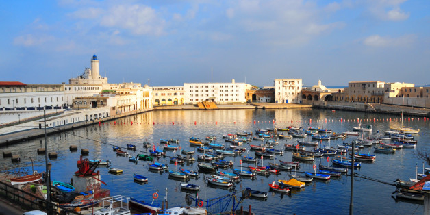 Algiers, Algeria: Admiralty basin and Fishing harbour - Peñon lighthouse - photo by M.Torres