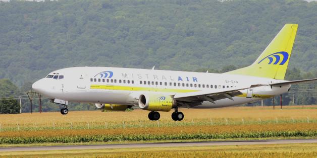 Passagiere hatten ein Loch in der Maschine von Mistral Air entdeckt.