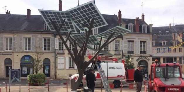 """Die französische Stadt Nevers hat einen Solarbaum """"gepflanzt"""""""