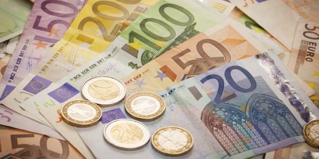 Un Espagnol qui cachait 79.000 euros dans ses affaires arrêté par la douane marocaine