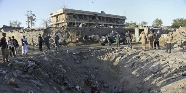 Die Explosion hinterließ einen riesigen Krater vor der deutschen Botschaft in Kabul