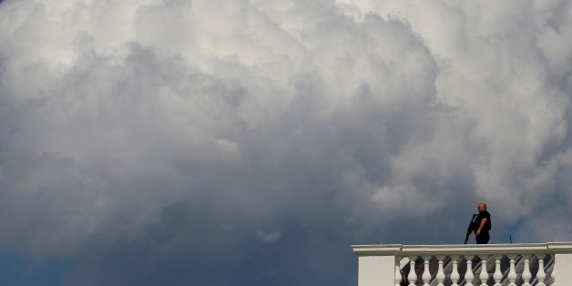 A Secret Service counter-assault team member keeps watch from the roof of the White House during a potential security threat on the North Lawn in Washington, U.S. May 31, 2017.  REUTERS/Jonathan Ernst