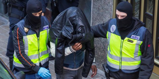 Un homme suspecté d'appartenir à Daech arrêté par la police espagnole, Las Palmas, 14 février 2017. REUTERS/Borja Suarez