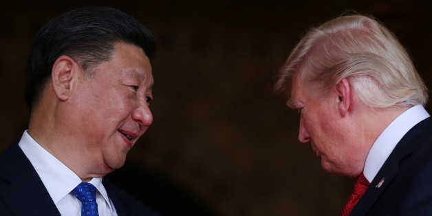 U.S. President Donald Trump welcomes Chinese President Xi Jinping at Mar-a-Lago state in Palm Beach, Florida, U.S., April 6, 2017.  REUTERS/Carlos Barria