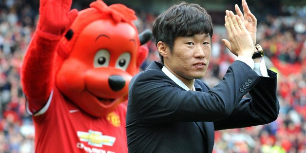 Former Manchester United Korean player Ji-Sung Park is announced as a club ambassador before the start of the English Premier League football match between Manchester United and Everton at Old Trafford in Manchester, Northwest England, on October 5, 2014. AFP PHOTO/PAUL ELLIS 