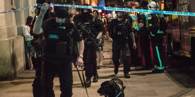 LONDON, UNITED KINGDOM - JUNE 03: Police officers around the London bridge attack site on June 03, 2017 in London, England.Seven people were killed and 48 injured after three knife-wielding assailants led a deadly rampage through central London, plowing a van into pedestrians on London Bridge and then running to a nearby open-air market.  PHOTOGRAPH BY Brais G. Rouco / Barcroft ImagesLondon-T:+44 207 033 1031 E:hello@barcroftmedia.com -New York-T:+1 212 796 2458 E:hello@barcroftusa.com -New Delh