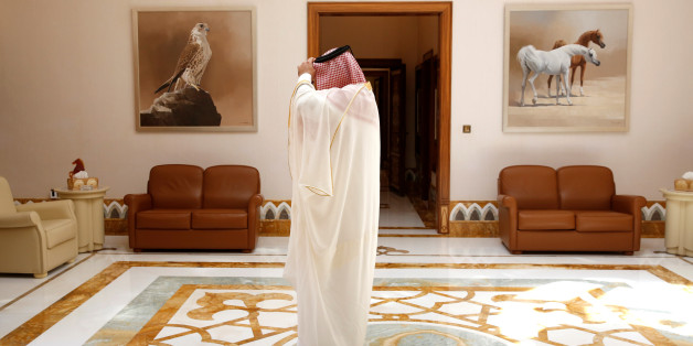 Palace staff member waits to escort U.S. Defense Secretary James Mattis to meet with Qatar's Emir Sheikh Tamim Bin Hamad Al-Thani at his residence, the Sea Palace, in Doha, Qatar April 22, 2017. REUTERS/Jonathan Ernst