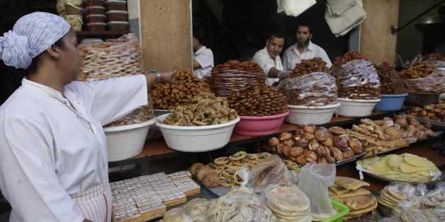 A vendor sells traditional cakes of fried honey and flour pastries to customers ahead of Ramadan in the medina of the Moroccan city of Rabat July 8, 2013. Ramadan, the Muslim fasting month, begins in Morocco on July 10 as each state determines when the fast should begin. Muslims around the world abstain from eating, drinking and sexual relations from sunrise to sunset during Ramadan, the holiest month in the Islamic calendar. REUTERS/Stringer (MOROCCO - Tags: SOCIETY RELIGION FOOD)
