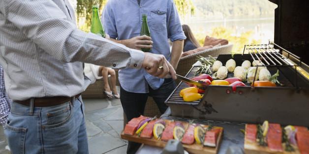 Gesundes Grillen: Wer mariniertes Fleisch grillt, sollte 3 Dinge beachten