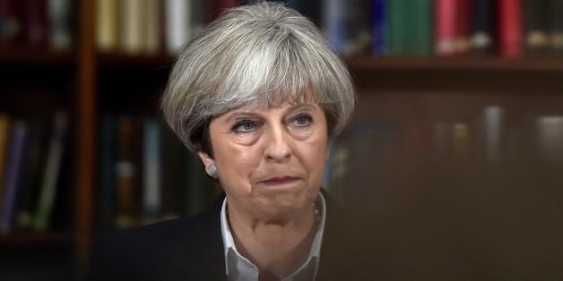 Premierministerin May hat sich verzockt - 5 Fehler haben für ihre Niederlage gesorgt