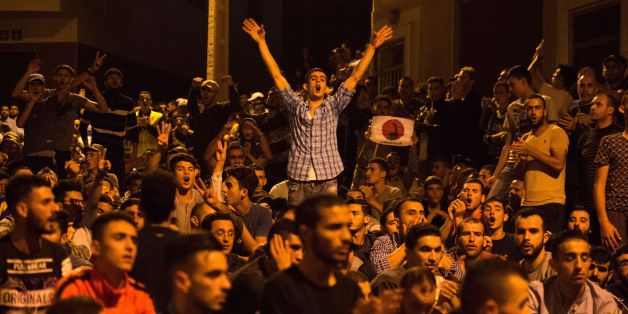 Protesters from Rif movement shout slogans during a demonstration against the government in Al Hoceima city on June 8, 2017.Police fired tear gas as clashes erupted with demonstrators in the Moroccan city of Al-Hoceima, epicentre of a protest movement that has shaken the northern region for months. The northern port city in the neglected Rif region has been rocked by social unrest since the death in October of a fishmonger. / AFP PHOTO / FADEL SENNA        (Photo credit should read FADEL SENNA/A