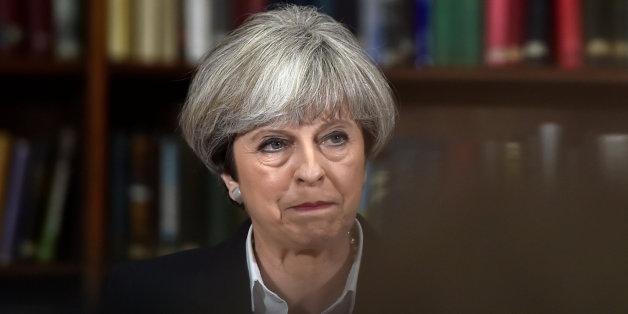 Grande Bretagne: Theresa May ne démissionne pas et veut former un nouveau gouvernement