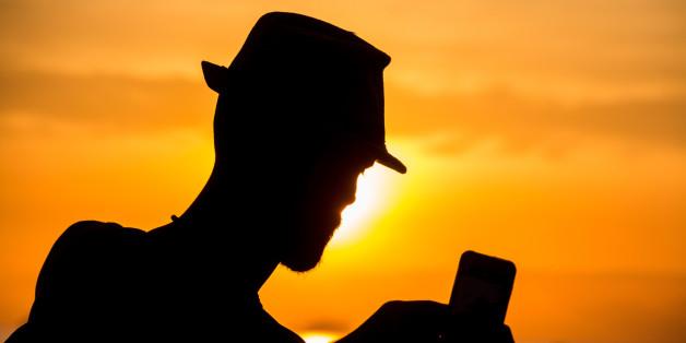 """Wer auch am Strand nicht auf das Mobiltelefon verzichten möchte, muss bei """"Deutschlandtarifen"""" vorsichtig sein."""