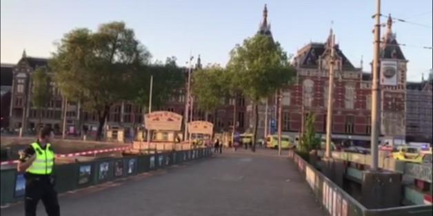 Auto fährt in Menschenmenge in Amsterdam - mehrere Verletzte