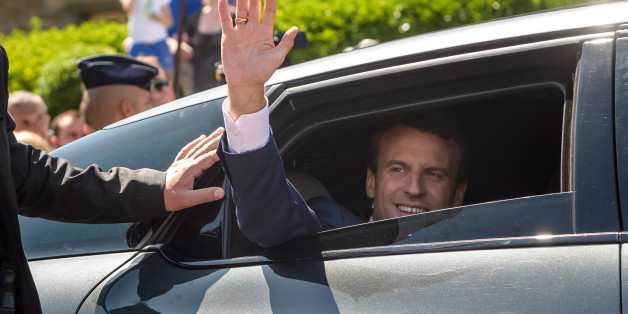 French President Emmanuel Macron waves from his car after voting in the first of two rounds of parliamentary elections in Le Touquet, France, June 11, 2017.    REUTERS/Christophe Petit Tesson/Pool *** Local Caption *** 53578992