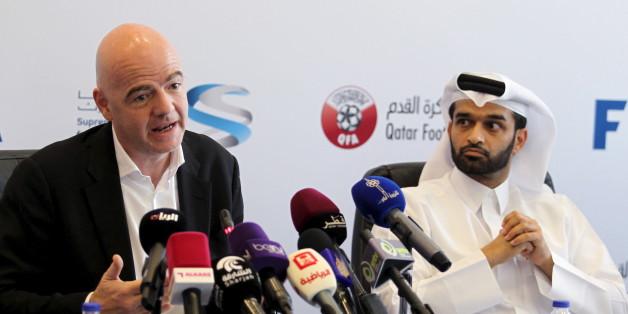 Doha, le 22 avril 2016. Le président de la FIFA Gianni Infantino et le président du comité d'organisation de la Coupe du Monde 2022 Hassan Abdulla Al Thawadi lors d'une conférence de presse.