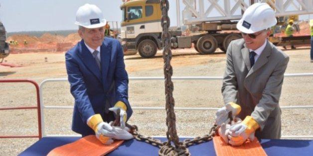 Lancement de la 2e tranche du projet PSA: usine de moteurs, en présence de Moulay Hafid Elalamy, Ministre de l'Industrie, de l'Investissement, du Commerce et de l'Économie Numérique, et du président du groupe PSA, Carlos Tavares.