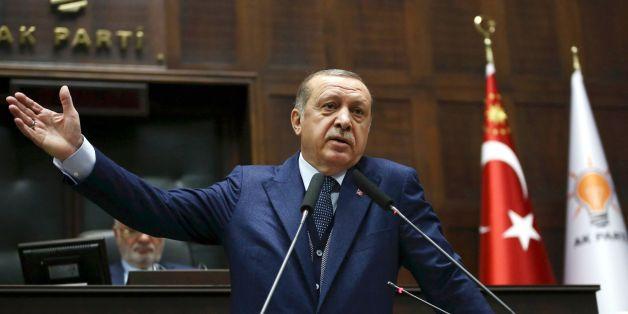 EIL: Türkischer Präsident Erdogan erleidet Schwächeanfall in Moschee
