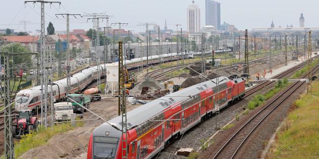 Nach 13 Brandanschlägen auf Bahnanlagen geht die Polizei von einem Zusammenhang mit dem G20-Gipfel aus.