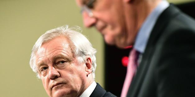 Michel Barnier und David Davis zeigten sich am Montag erleichtert darüber, dass sie eine erste Einigung aushandeln konnten.