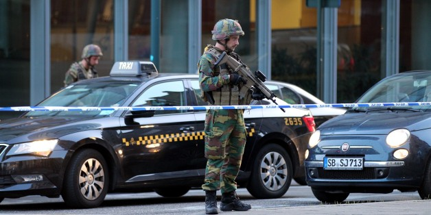 BELGIUM, BRUSSELS - JUNE 20 :  Armed soldiers stand guard outside of the Brussels Central Station after a neutralized terrorist attack attempt, in Brussels, Belgium, 20 June 2017. (Photo by Dursun Aydemir/Anadolu Agency/Getty Images)