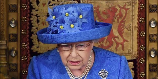 Internetnutzer rätseln: Will uns die Queen mit ihrem Hut eine subtile Botschaft senden?
