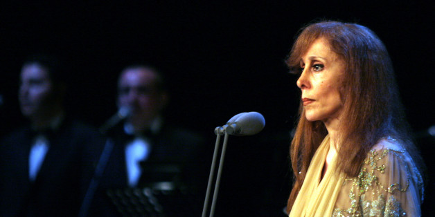 Lebanese singer Fairuz performs at the Emirates Palace theatre in Abu Dhabi, May 18, 2006. Fairuz sang with a 40-member orchestra led by Armenian conductor Karen Durgarian. Picture taken on May 18, 2006.  REUTERS/Hasan Mroue/Pool