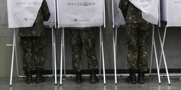 SEOUL, SOUTH KOREA - MAY 04:  South Korean soldiers casts their preliminary vote in a polling station on May 4, 2017 in Seoul, South Korea. Preliminary voting has started at local polling stations across South Korea prior to the primary Presidential election on May 9,  2017.  (Photo by Chung Sung-Jun/Getty Images)