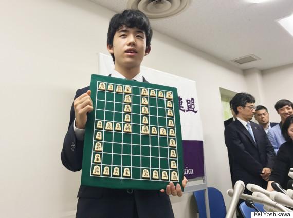 藤井聡太四段が公式戦29連勝、30...