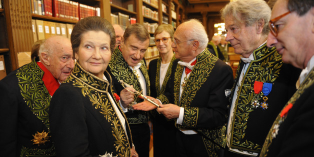 French politician Simone Veil (2nd L), dressed in the French Academician's uniform of a black jacket embroidered in green laurel leaves, speaks with Academicians in the library of the Institut de France before a ceremony in Paris March 18, 2010. Veil was inducted into the French Academy (Academie Francaise) as an 'Immortels'.   REUTERS/Philippe Wojazer   (FRANCE - Tags: POLITICS ENTERTAINMENT)
