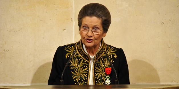 Simone Veil donne un discours à l'Institut de France à Paris, le 18 mars 2010.