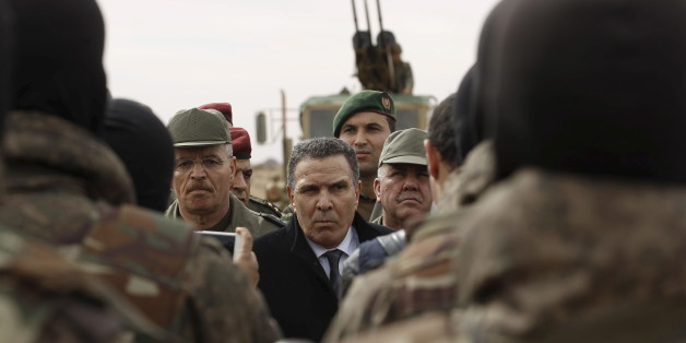 Tunisian Defense Minister Farhat Horchani (C) speaks to soldiers in Sabkeht Alyun, Tunisia February 6, 2016.Tunisia has completed a 200-km (125 mile) barrier along its frontier with Libya to try to keep out Islamist militants, and will soon install electronic monitoring systems, Defence Minister Farhat Hachani said on Saturday. REUTERS/Zoubeir Souissi
