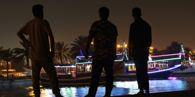 Männer an der Corniche von Katars Hauptstadt Doha