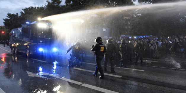 Trauriger Bilanz des G20-Auftakts: 74 Polizisten und dutzende Demonstranten verletzt