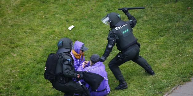 G20-Proteste eskalieren erneut: Kämpfe in der Hochsicherheitszone - Polizisten verletzen zwei Journalisten