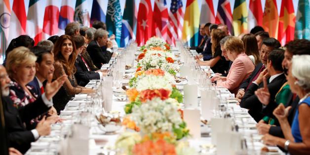 Draußen wüten die Extremisten auf der Schanze, drinnen dinieren die Staatschefs