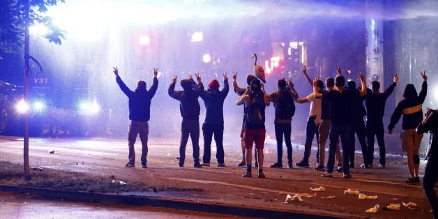 """""""Hamburg war eine Scheißidee"""": Die Medien streiten darüber, wer an den Gewaltexzessen beim G20-Gipfel Schuld hat"""