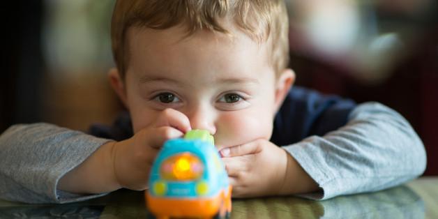 Forscher warnen: Diesen fatalen Effekt hat es auf Kinder, wenn sie zu viele Spielzeuge besitzen.