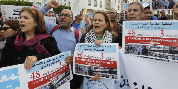 Members of the Moroccan Human Rights Association (AMDH) hold placards and shout slogans during a demonstration against repression and to demand the protection of human rights in Rabat November 16, 2014. REUTERS/Stringer (MOROCCO - Tags: POLITICS CIVIL UNREST)