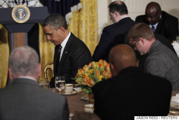 barak obama praying